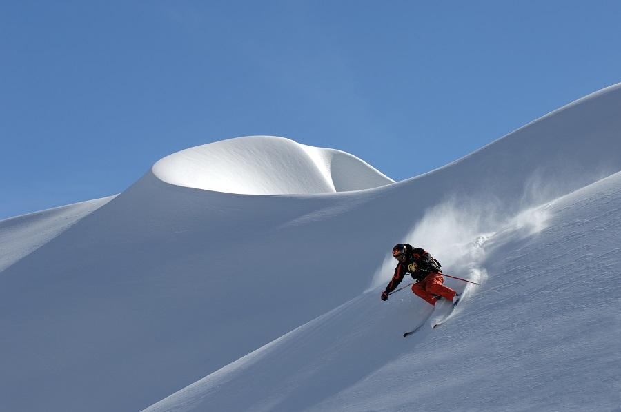 Skifahrer im Pulverschnee am Arlberg