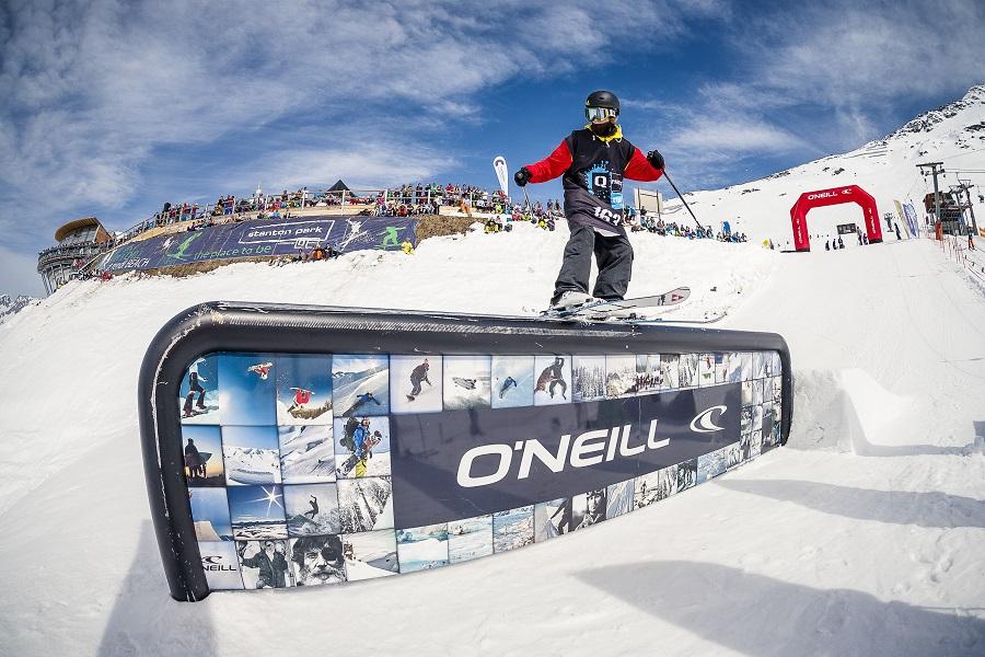 Skifahrer im Stanton Snowpark am Arlberg