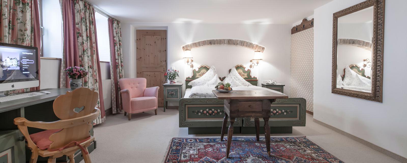 Großzügiges und gut beleuchtetes Doppelzimmer