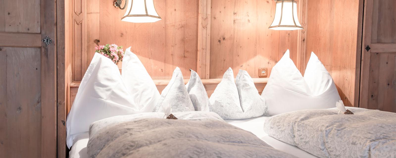Kissen in der traditionellen Tiroler Stube