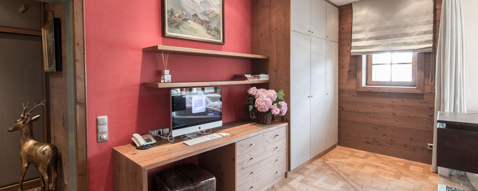 Wohnzimmerwand mit TV